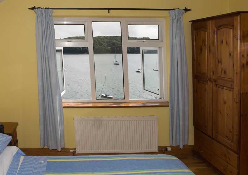 http://bayviewglandore.ie/bvh/wp-content/uploads/2017/01/bayview-glandore-bedroom-3.jpg