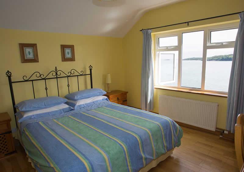 http://bayviewglandore.ie/bvh/wp-content/uploads/2017/01/bayview-glandore-bedroom.jpg