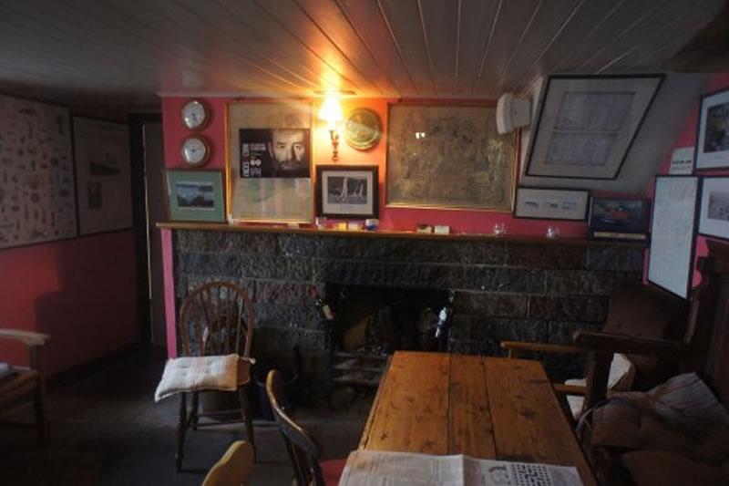 caseys-bar